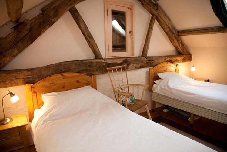 Gallery-bedroom-1
