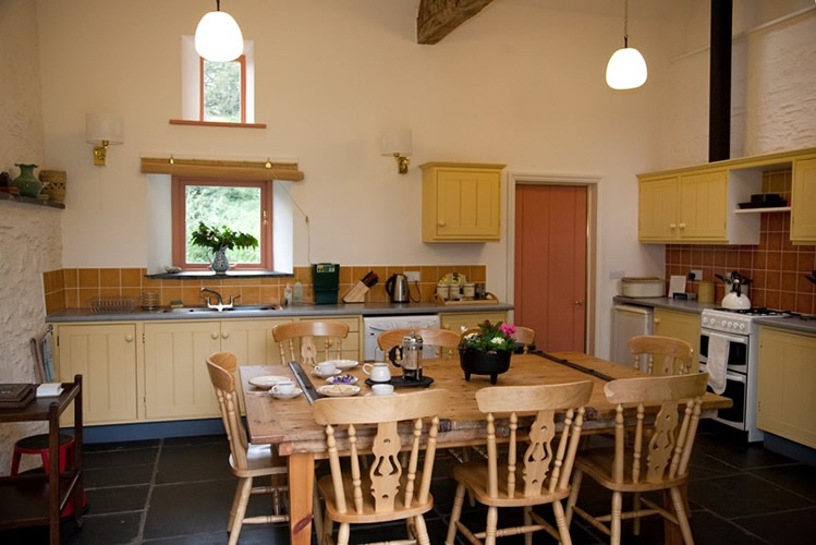 Kitchen-barn-door-table